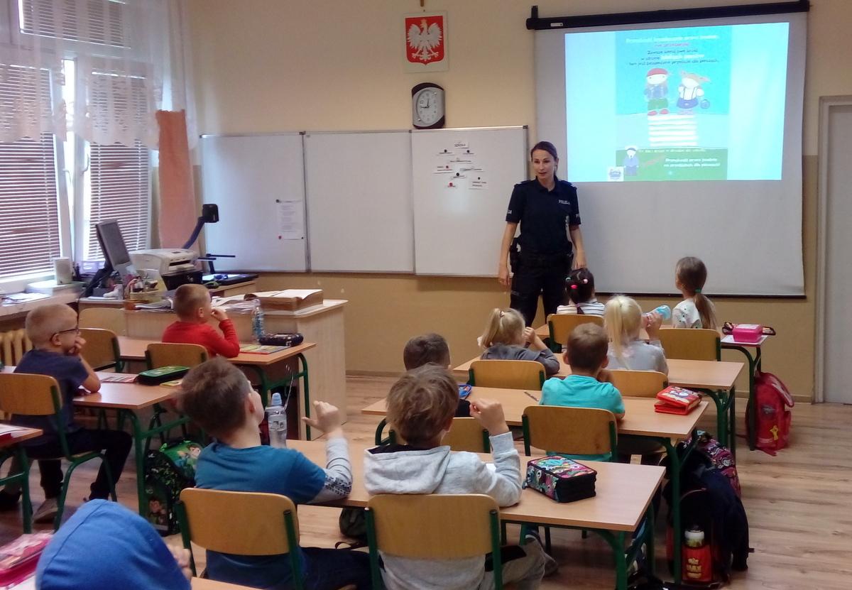 Koronowscy policjanci z wizytą w szkole w Sicienku
